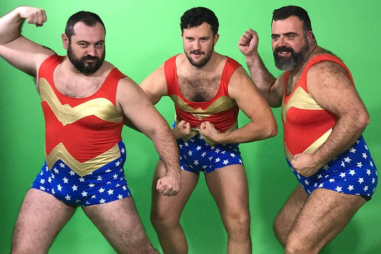Si te gustan nuestros vídeos de Wonder Woman para POPair, te chiflará lo que ocurrió tras la cámara